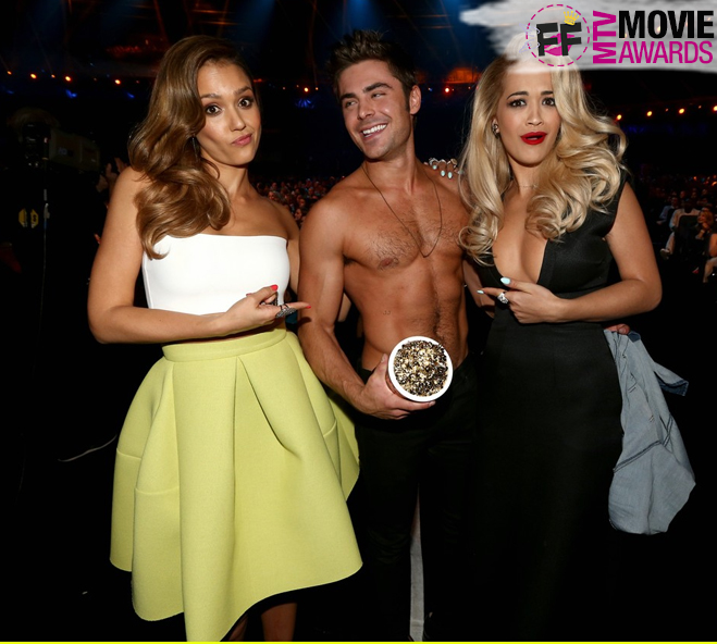 MTV MOVIE AWARDS Zac Efron sem camisa