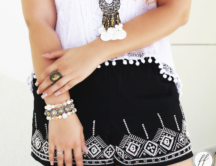 Look: Short Bordado e Blusa de Pom Pom!