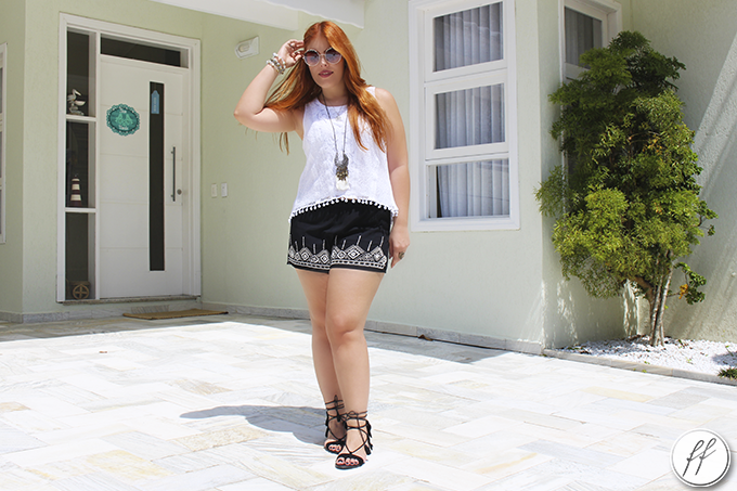Look Short Bordado e Blusa de Pom Pom 3