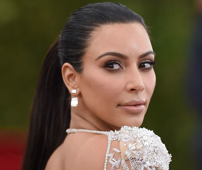 TOP 10: Looks da Kim Kardashian!
